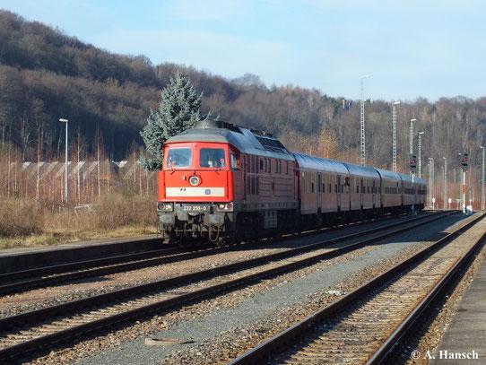 Am 14. Dezember 2013 fährt DB Regio mit einem Sonderzug von Erfurt nach Schwarzenberg. Zuglok ist 232 255-0. Hier fährt der Zug gerade in den Bahnhof Aue (Sachs) ein