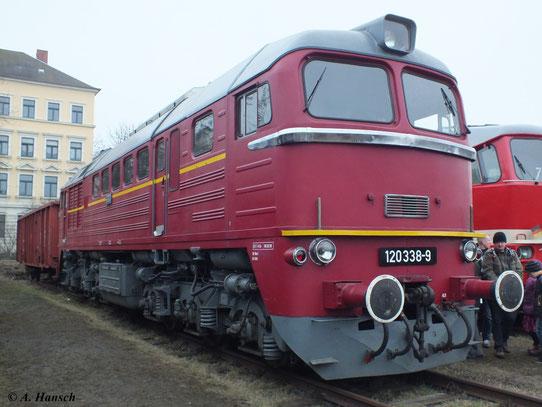 Am 6. April 2013 stand 120 338-9 zum 5. Dresdner Dampfloktreffen im Depot des Dresdner Verkehrsmuseums