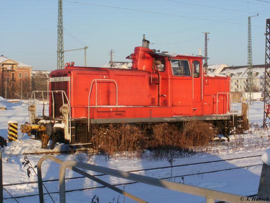 362 391-5 steht am 4. Dezember 2010 im verschneiten Chemnitzer Hbf.