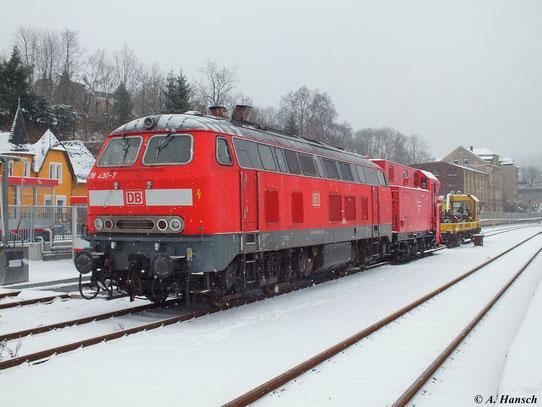 Anlässlich einer Schneepflugschulung für die Mitarbeiter der Erzgebirgsbahn, stand 218 430-7 am 17. Januar 2013 am SPM 308 im Bahnhof Aue (Sachsen)