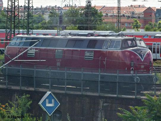 Bei der Ausfahrt aus Leipzig Hbf. konnte ich am 22. Juni 2013 aus dem Zug heraus V200 116 fotografieren. Wie ich später erfuhr, war die Lok kurz darauf am Rheingold-Express im Einsatz
