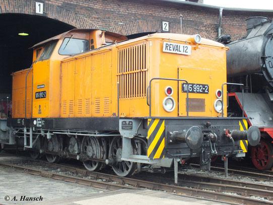 """Die Staßfurter 105 992-2 (""""Reval 12"""") am 2. Juni 2012 zum Eisenbahnfest im Heimat-Bw"""