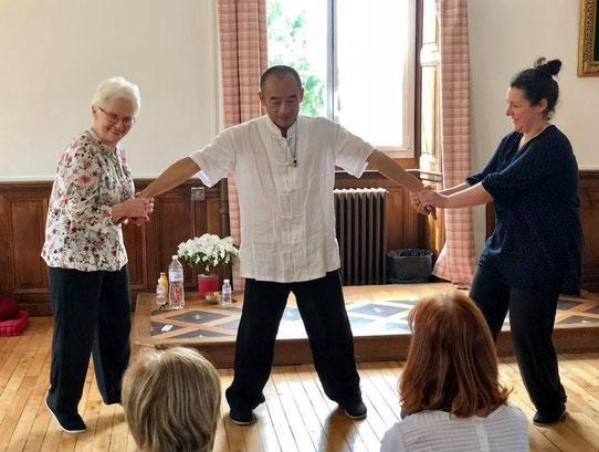 Maître Liu Deming avec Ingrid Malenfant sa disciple, à gauche et moi-même à droite.