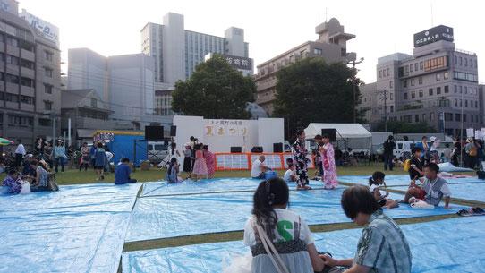 祭り会場の写真