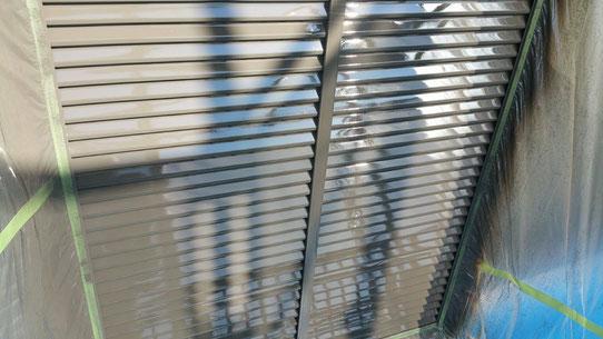 大垣市、養老町、上石津町、輪之内町、安八町、神戸町、垂井町、瑞穂市、池田町で外壁塗装工事中の外壁塗装工事専門店。大垣市で外壁塗装工事/付帯(戸袋)の塗装作業中