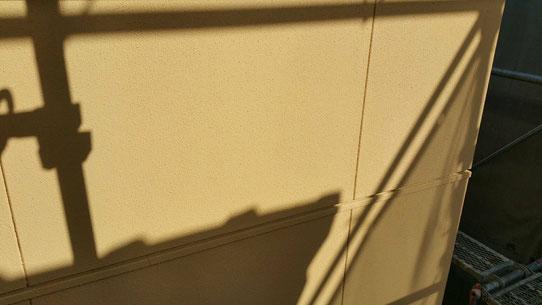 大垣市、養老町、上石津町、輪之内町、安八町、神戸町、垂井町、瑞穂市、池田町で外壁塗装工事中の外壁塗装工事専門店。大垣市で外壁塗装工事/中塗り作業中