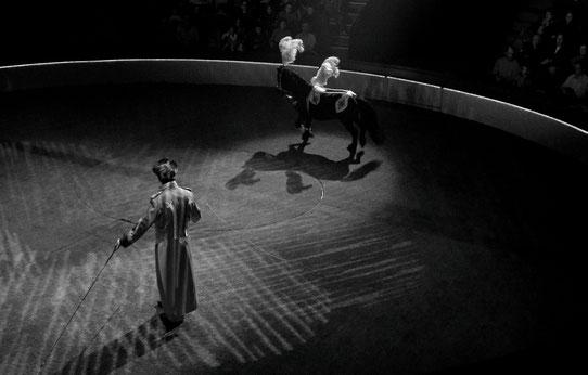 Gaëlle Girbes Circus Life Cirque photographie noir et blanc cirque d'hiver piste