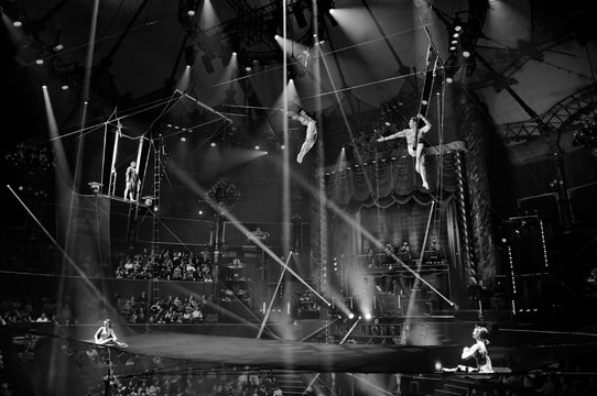 Gaëlle Girbes Circus Life Cirque photographie noir et blanc cirque d'hiver Icare voltigeurs trapèze