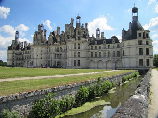 Het Chateau de Chambord is met 440 vertrekken het grootste Loirekasteel en stamt uit 1519. Het telt ook 365 schouwen, één voor iedere dag van het jaar.