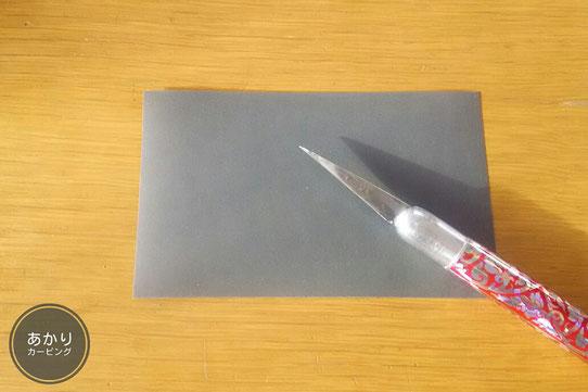 タイカービングナイフと紙やすり