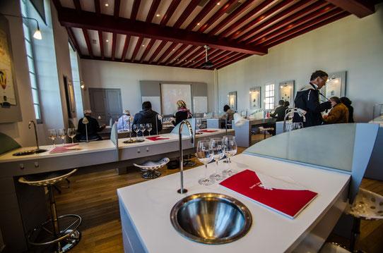 Cours d'oenologie à la maison du vin à Saint-Emilion