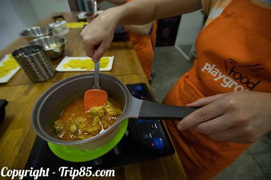 Le poulet au Curry! Ca mijote dans les cuisines de Food Playground !