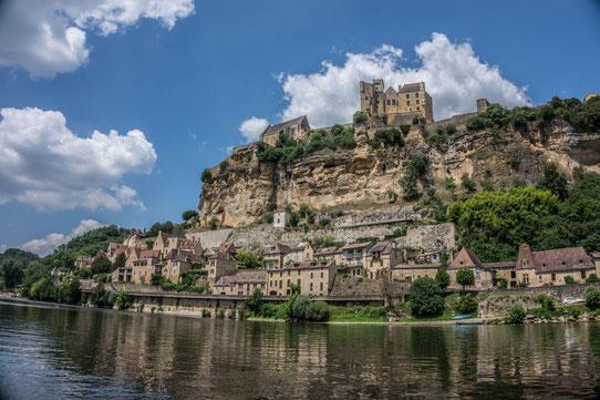 Vue depuis le canoë sur le village de Beynac ! L'un des plus beaux villages de France !