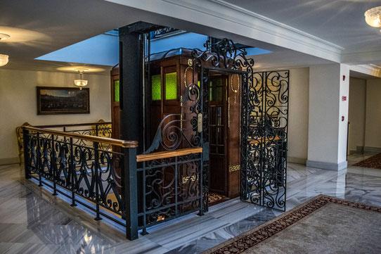 L'ascenseur du Pera Hotel, le deuxième plus vieux au monde après celui de la Tour Eiffel