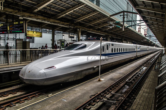 Le Shinkasen dans la gare de Tokyo