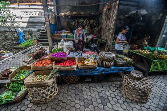 Faire son marché à Bali et prendre un cours de cuisine balinaise en suivant !
