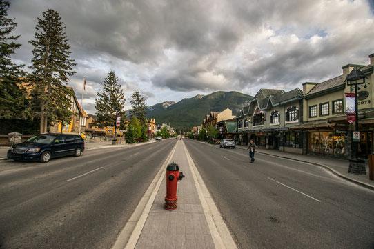 shopping dans la rue principale de Banff