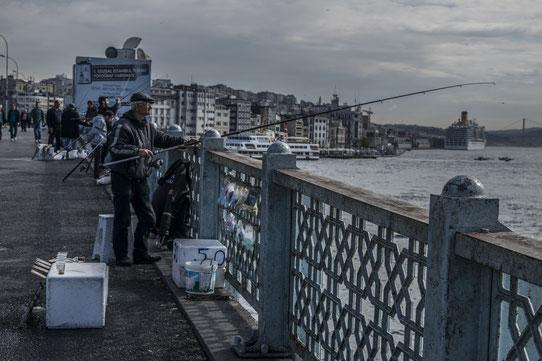 Pêcheurs sur le pont Galata, Istanbul