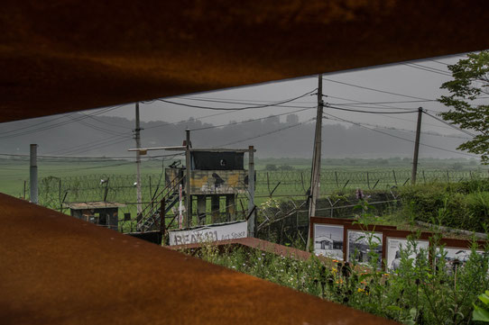 Au coeur de la DMZ. Les miradors nous rappellent que c'est une zone sensible !