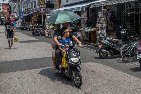 Ici pas de casque ! Attention car ils ont des scooters ultra silencieux qu'on entend pas arriver !