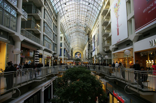 Faire du shopping au Eaton Center de Toronto