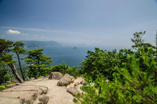 Vue sur les îles des alentours depuis le Mont Misen sur l'île Miyajima, Japon