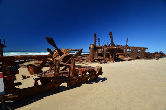 Epave échouée sur la plage - Fraser Island - Copyright : Trip85.com