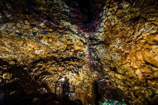 Inside the volcano - Voir l'intérieur d'un volcan - Unique au monde