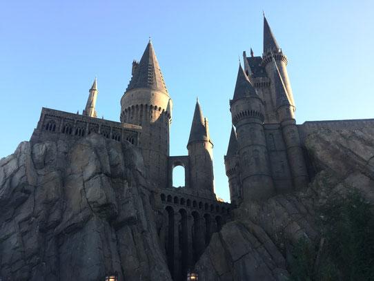 Chez Disney il ya le château de la belle au bois dormant et chez Universal il y a le château d'Harry Potter ! Décor ultra réaliste !