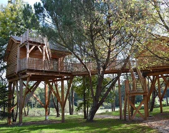 La Cabane perchée dans les arbres ! Domaine Ecotelia