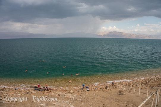 On se baigne dans la mer Morte !