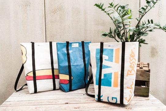 Recycling Shopper aus gebrauchten Planen aus Plastik. Die Taschen werden nachhaltig hergestellt.