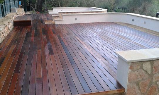 Holzterrasse, gefertigt aus IPE-Dielen