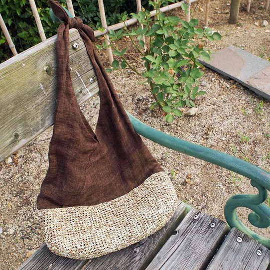 麻のあずま袋、紙の糸を細編みにした底をつけて。