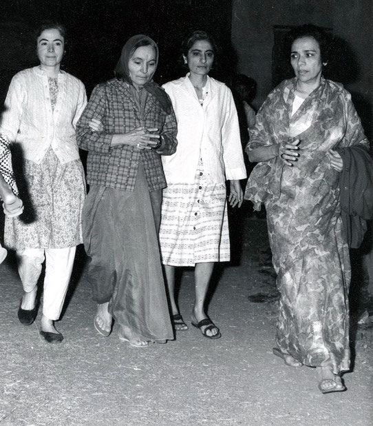 1969 : Mehera on her way to vsit Baba's tomb at the time of his passing. Mani on her left, Meheru on her right and Arnavaz on the far right.