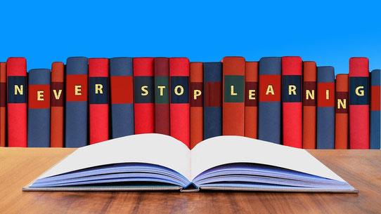 Soyons constamment intéressé, apprenons tout au long de notre existence. Gardons notre esprit ouvert à de nouveaux sujets ou de nouveaux centres d'intérêt, il n'est jamais trop tard pour apprendre !  Ouvre ton cœur à l'instruction !