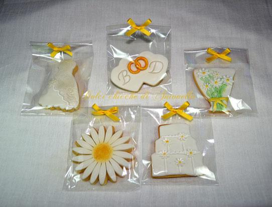 biscotti decorati segna posto-coni porta riso matrimonio-wedding dessert table-sweet table-allestimento tavolo-la spezia-liguria-www.dolcichicchediantonella.com