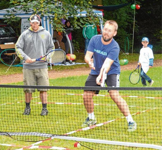 Vielfach wurden Mitmachaktionen angeboten: Der Tennisverein beispielsweise lud Besucher zum Spielen ein.