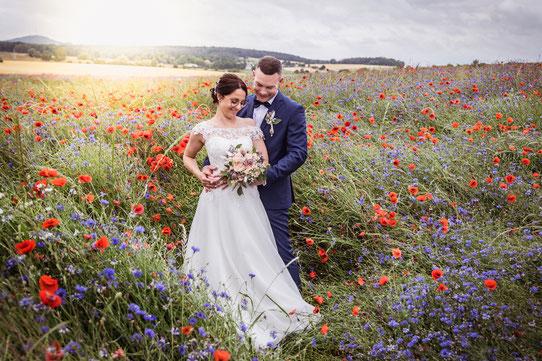 Hochzeitsshooting im Rapsfeld