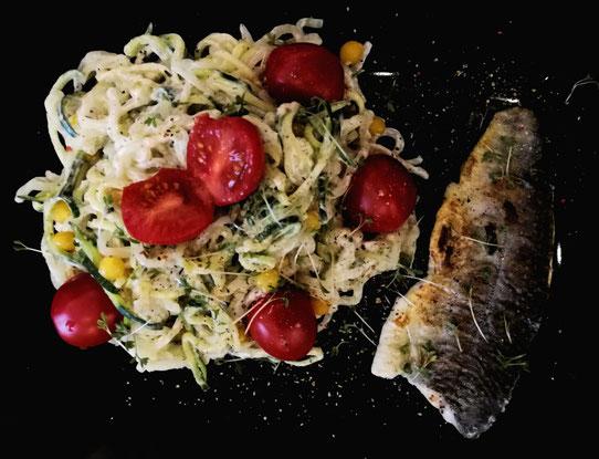 Saiblingfilet mit Konjak-Zucchini-Spaghetti
