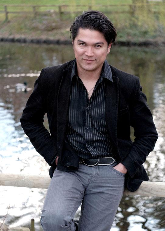 JORGE ALBERTO MARTINEZ, Bassbariton in der KRYPTA