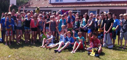 Die Klassen 7a und 7d freuen sich schon auf den ersten Badetag am Strand von Juist