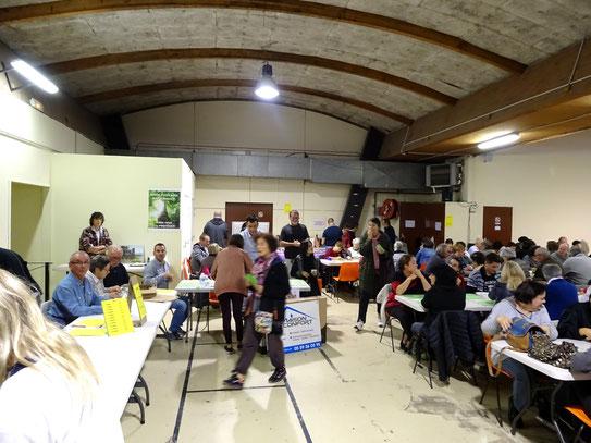 Bénévoles et Sponsors du loto organisé par l'association Conservation cadre de vie d'Oloron et du Bager avec 350 personnes.