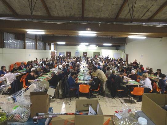 Une salle remplie à craquer à Oloron pour ce loto organisé par des défenseurs du Cadre de Vie à Oloron- Accob