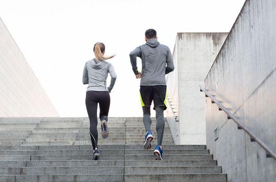 Treppen steigen steigert Fitness