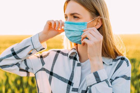 Atemschutzmasken schützen Allergiker auch vor Pollen