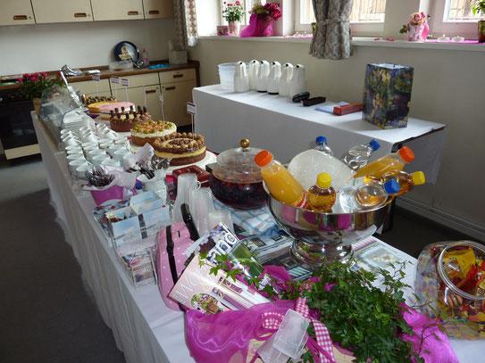 Unser Dorfcafé mit Kuchenbuffet und Getränkeausgabe