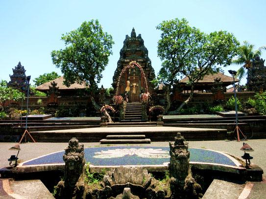 Blick auf den Saraswati Tempel in Ubud