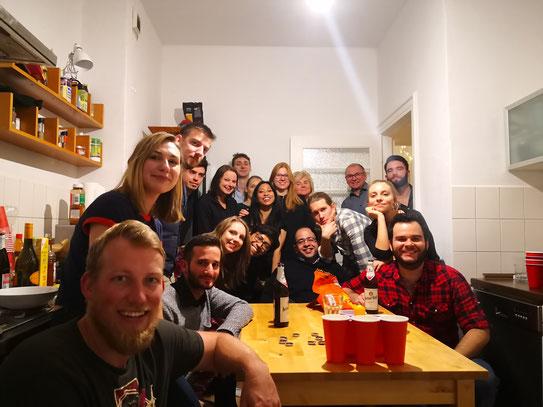 Cumpleaños de mi esposa en 2019. En esta foto hay personas de 10 países diferentes: Alemania, México, Austria, Perú, Egipto, Croacia, Polonia, Grecia, Nepal y Kazajistán.