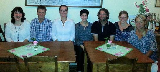 (vl.): Stephanie Jerga (Kassiererin), Schulleiter Klaus Mührel, Jessica Ulrich (1.Vorsitzende), Maria Neuhausen-Scheitinger (2.Vorsitzende),  Uwe Bodenheim (Schriftführer), Christine Cevriz (Beisitzerin), Claudia Schumacher (Beisitzerin).